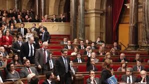 El PP huyendo del parlament porque el resultado no les agradaba...o iban a Genova por sobres...estos sobran