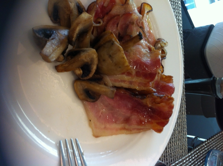 platito con beicon, champiñoncitos... desayuno en Praga...rico rico