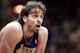 Fuente: zaidarena.wordpress.com  uno de los mejores blogs de baloncesto que existen. Y esta es la cara de Pau cuando se entera de que solo se emiten 16 partidos de 60 de la primera fase