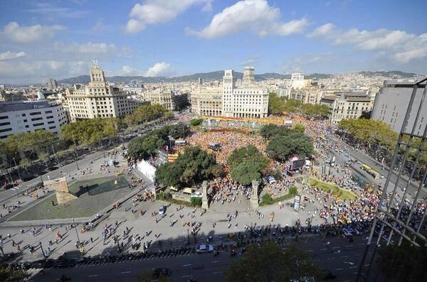 Aspecto de la Plaza Catalunya el 12 de Octubre