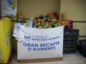 Asi acaban las cajas del Gran Recapte..llenas de productos...a rebosar de solidaridad