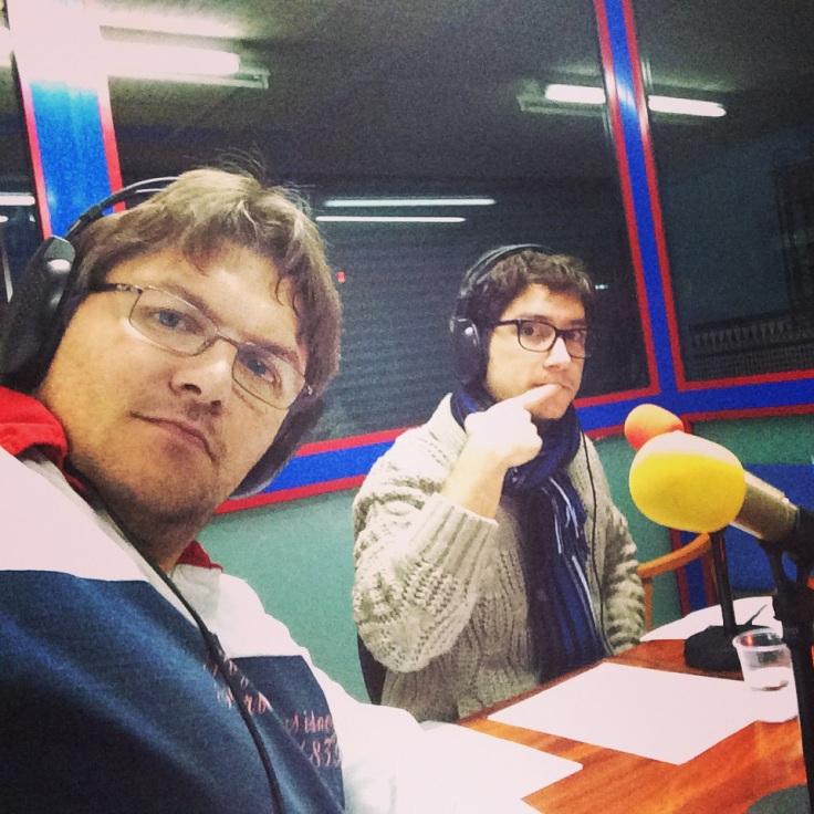 Jordi Villena y un servidor haciendo el programa pick&pop en Femradio..y algo fresquetes porque en el estudio hace un poquito de frio