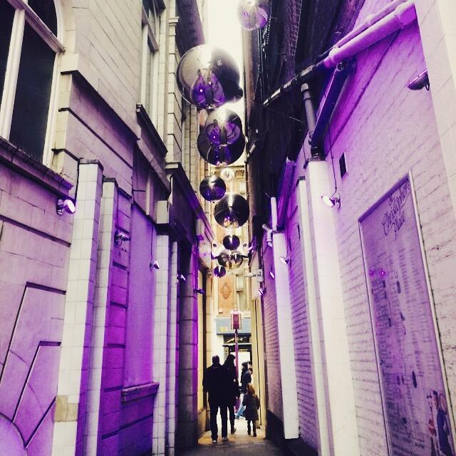 Calle estechita que va a dar a Oxford Street