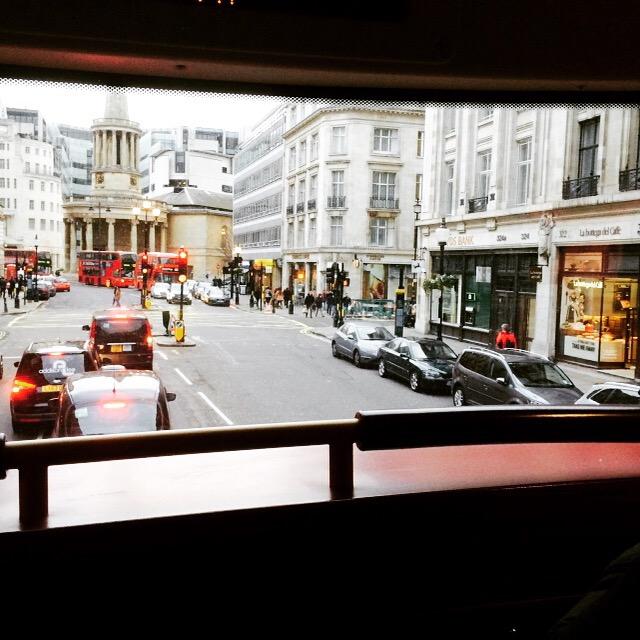 Ver Londres desde un Bus de dos pisos, es como verlo en una TV panorámica