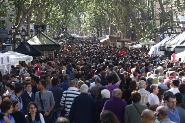 Barcelona 23/04/2014 sant jordi rambla foto ferran nadeu
