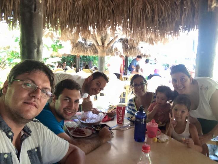 Los que disfrutamos como enanos, Mar,Carla,Ana Nicole,Angélica,Gabriel Hernan y un servidor