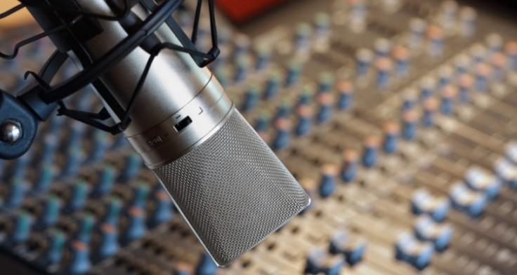 recording-studio-microphone-750x400